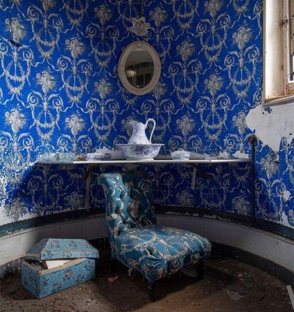 Миниатюрная комнатка в заброшенном замке во Франции
