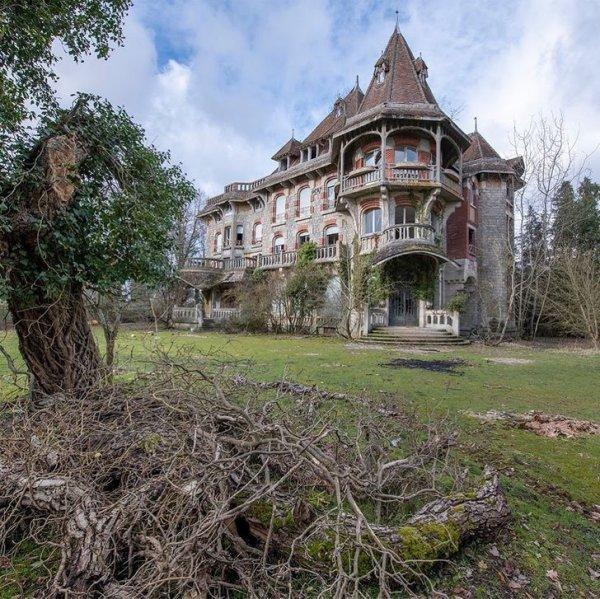 Потрясающая архитектура брошенного особняка во Франции