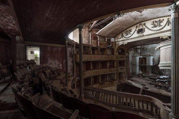 Покинутый театр в Италии