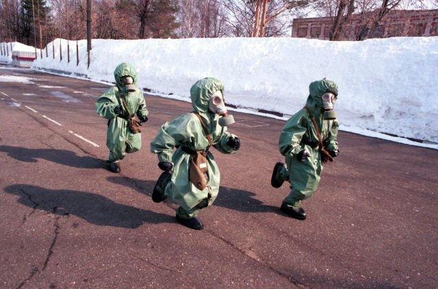 Дети в защитной одежде