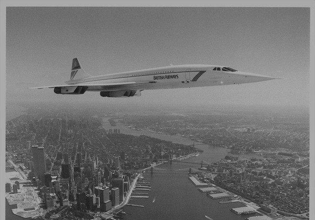 Сверхзвуковой лайнер Concorde над Нью-Йорком, США, 1980-е