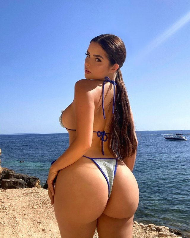 Деми Роуз на пляже Ибицы