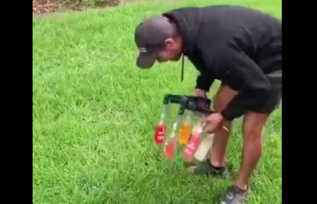 Забавное приспособление для смешивания напитков