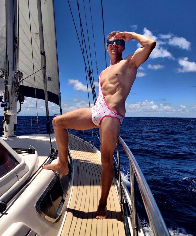 """""""бикини для мужчин"""" - мужчина на яхте"""