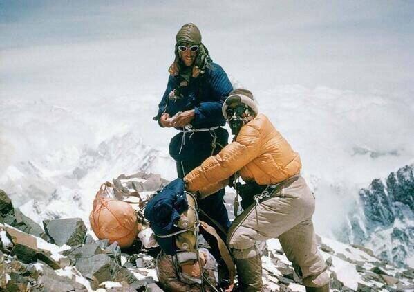 Эдмунд Хиллари и Тензинг Норгэй, первые люди на вершине Эвереста, 1953 год