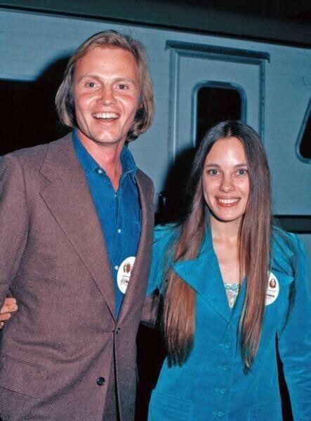 Родители Анджелины Джоли актеры Джон Войт и Маршелин Бертран в молодоcти.