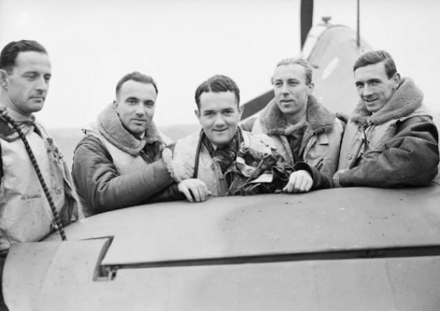 1940 год. Польские офицеры. Военный аэродром под Лондоном