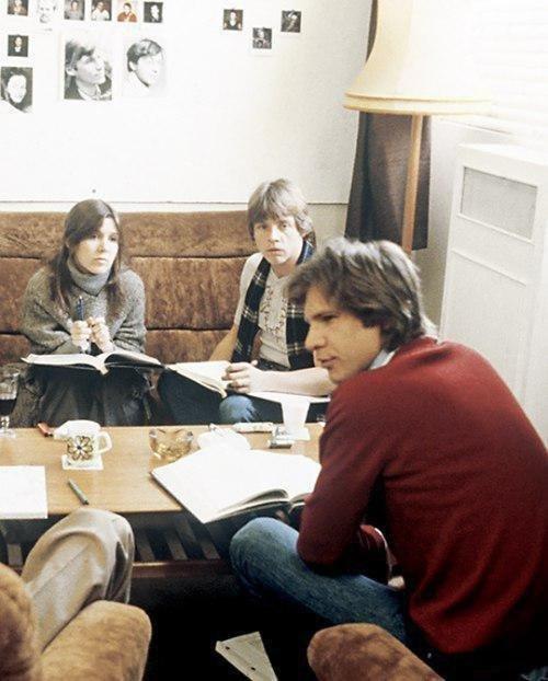 """Кэрри Фишер, Марк Хэмилл и Харрисон Форд на съемках фильма """"Звёздные войны. Эпизод V: Империя наносит ответный удар"""", 1979 год."""
