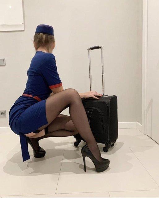 стюардесса в чулках
