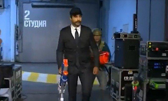 Иван Ургант спародировал Александра Лукашенко с автоматом