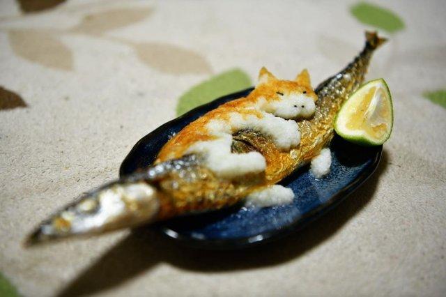 Фигурка котика на рыбке