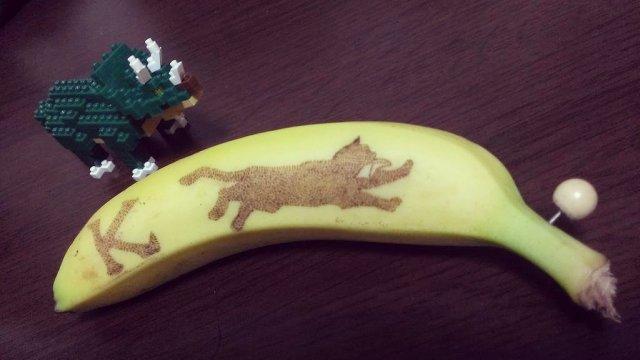 Изображение лисы на банане