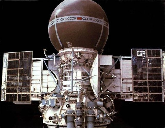 Аппарат «Венера-9» был первым приславшим фото поверхности планеты Венера. СССР, 1975 год.