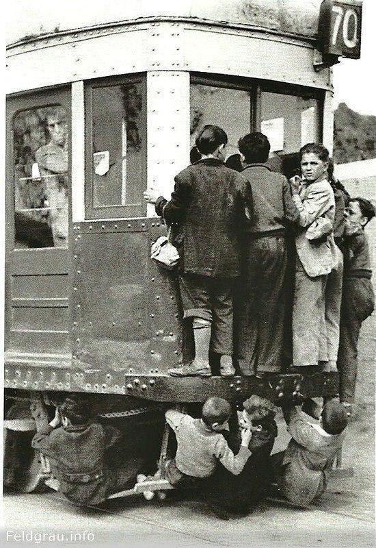 """Проезд """"зайцем"""". Барселона, 1950 г."""
