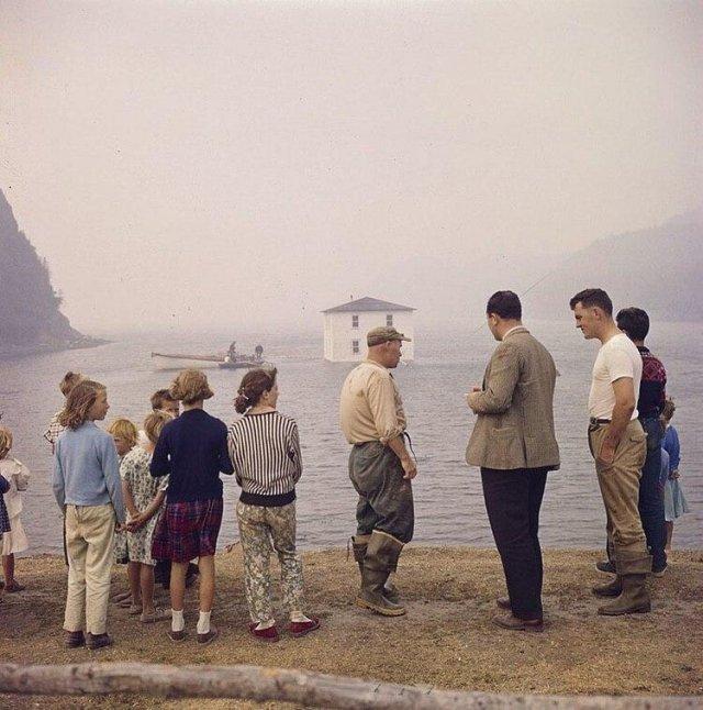 Переселение семьи с острова Сильвер Фокс, провинция Ньюфаундленд, Канада, 1961 год.