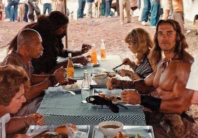 "1984 год. Мексика. Обед на съемочной площадке фильма ""Конан варвар"""