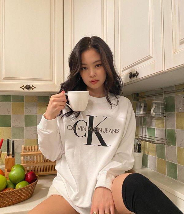 Дженни Ким — южнокорейская певица, участница поп-группы BLACKPINK