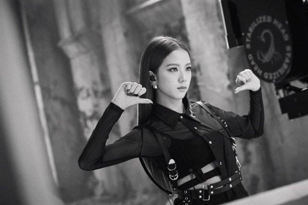 Ким Джису — южнокорейская певица, участница поп-группы BLACKPINK