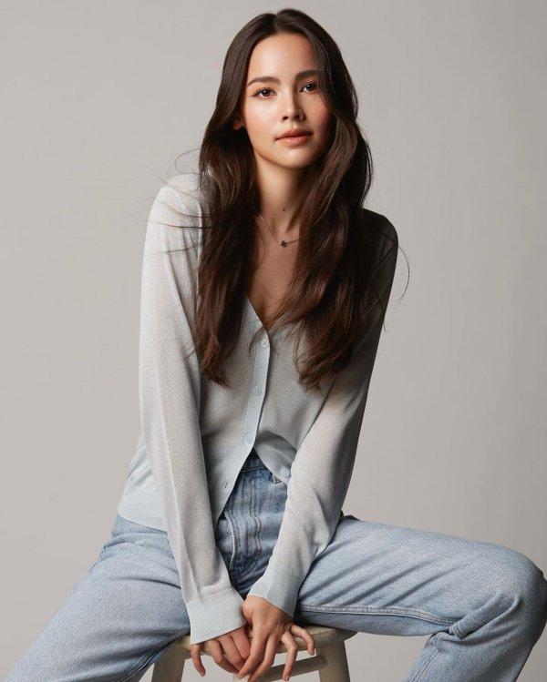 Урассая Спербунд — киноактриса и модель тайско-норвежского происхождения