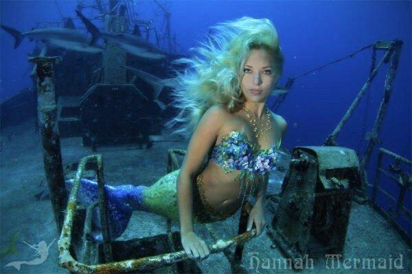 Ханна Фрейзер в образе русалки на затонувшем корабле