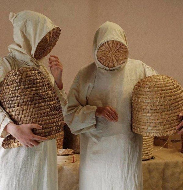 Средневековые костюмы пчеловодов