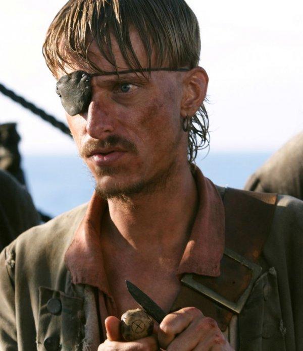 Пират с повязкой на глазу