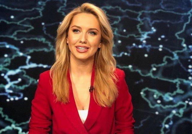 Элеонора Хабибулина в красном пиджаке