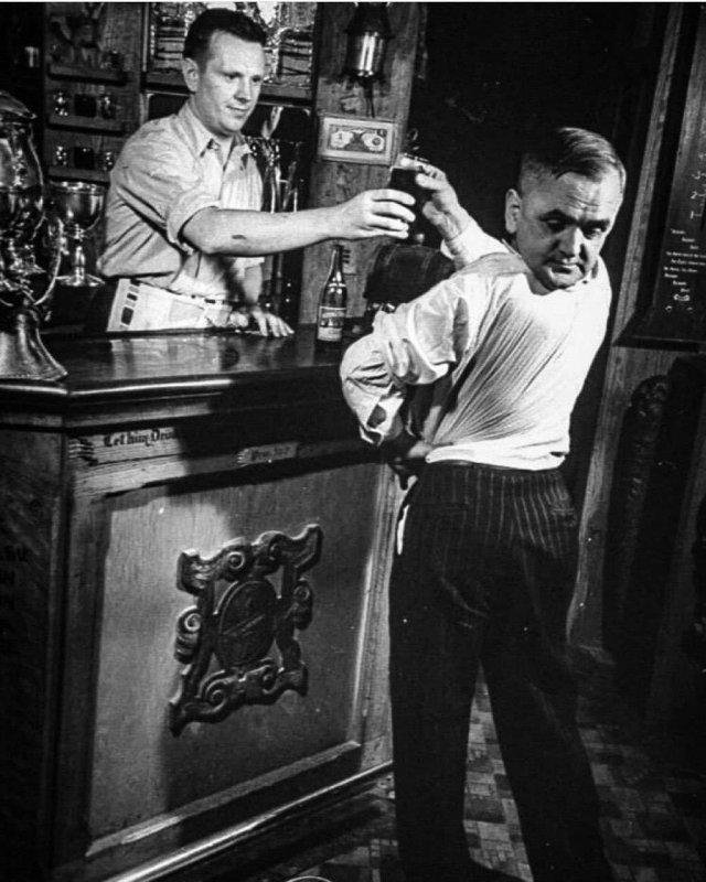 Мaртин Лорeлло – человeк, который умел поворaчивать голову на 180 градуcов, 1938 год.
