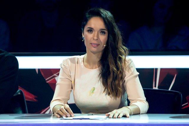 Юлия Ахмедова в белом платье