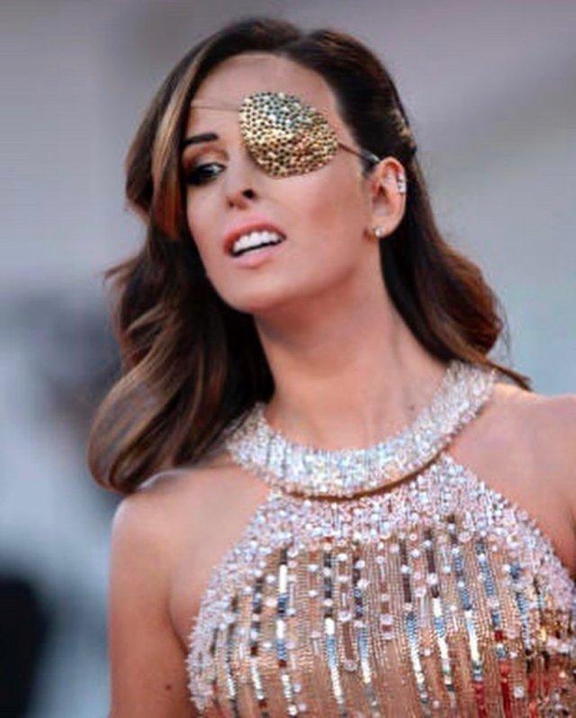 Джессика Нотаро в Венеции в платье с блестками
