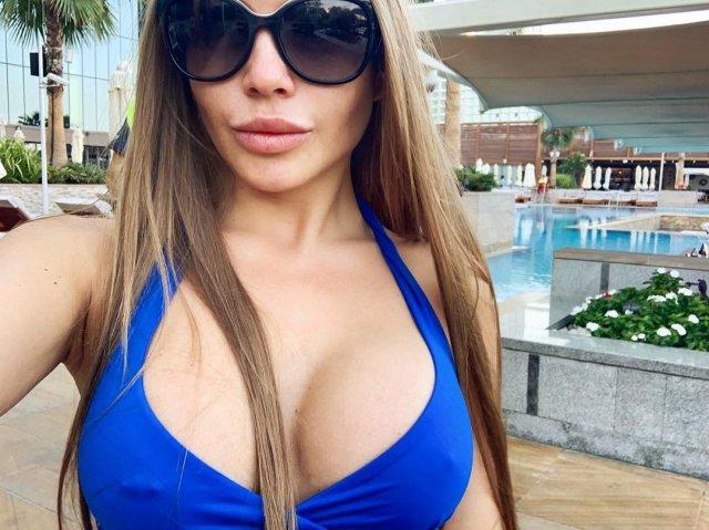 Alessandra Jane (Татьяна Смирнова) в синем купальнике
