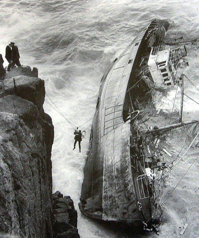 Эвакуация команды севшего на мель траулера, Англия, 1962 год.