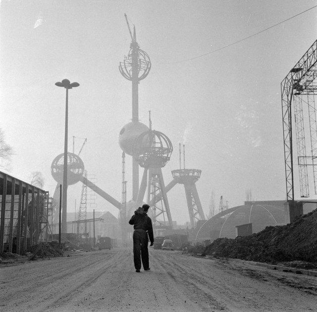 Строительство Атомиума в Брюсселе к Всемирной выставке 1958 года