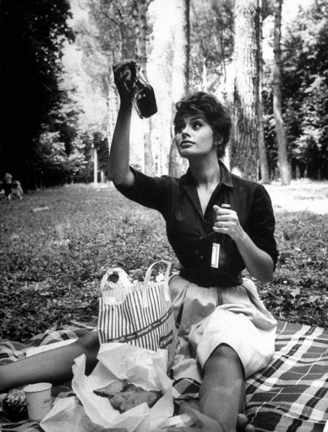 Софи Лорен на пикнике, 1961 год, Италия или Испания