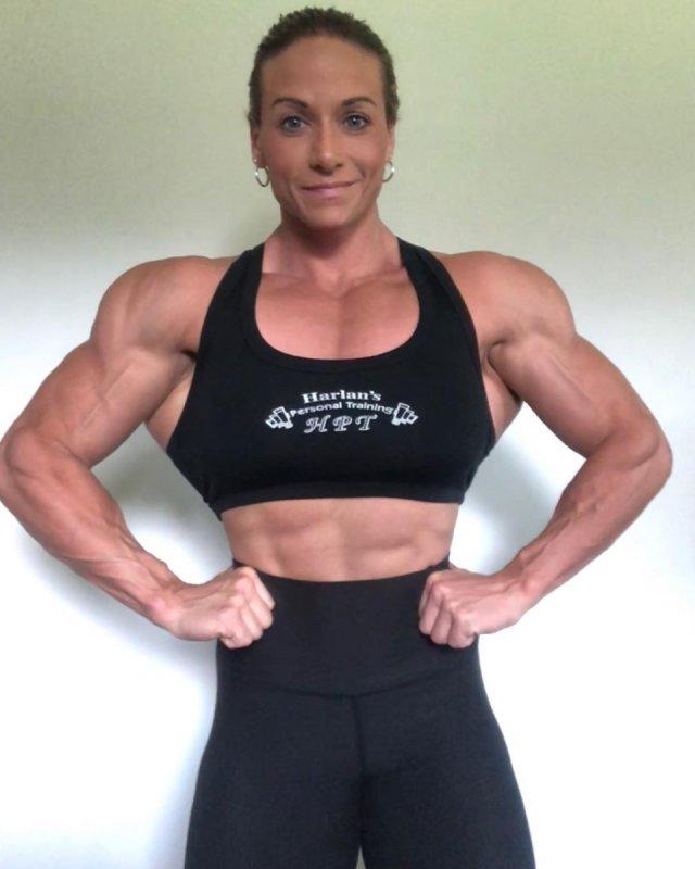 Тереза Иванкик - начинала карьеру с фитнеса, а затем увлеклась бодибилдингом.
