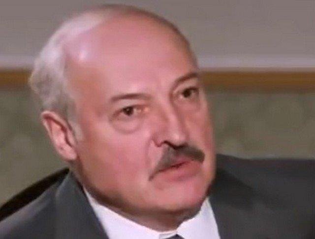 Александр Лукашенко в сером костюме