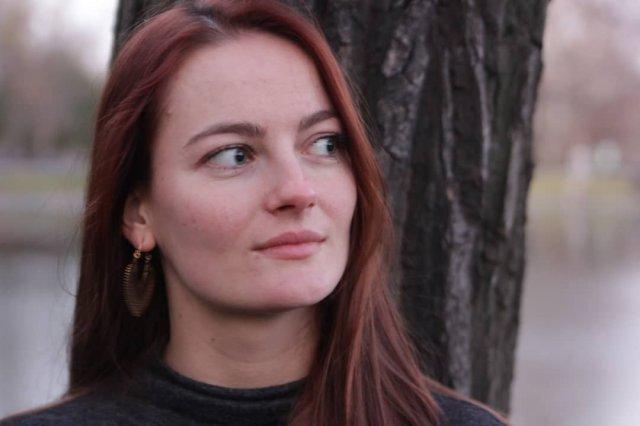 "Анастасия Шульженко - любовница Сергея ""Тарзана"" Глушко стоит на улице"