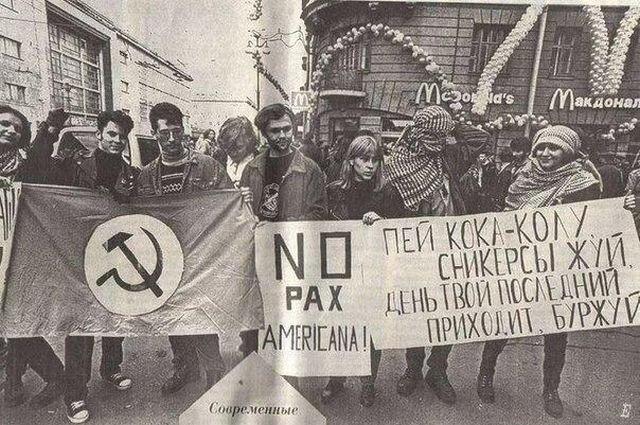 Протест против открытия первого МакДональдса в Санкт-Петербурге