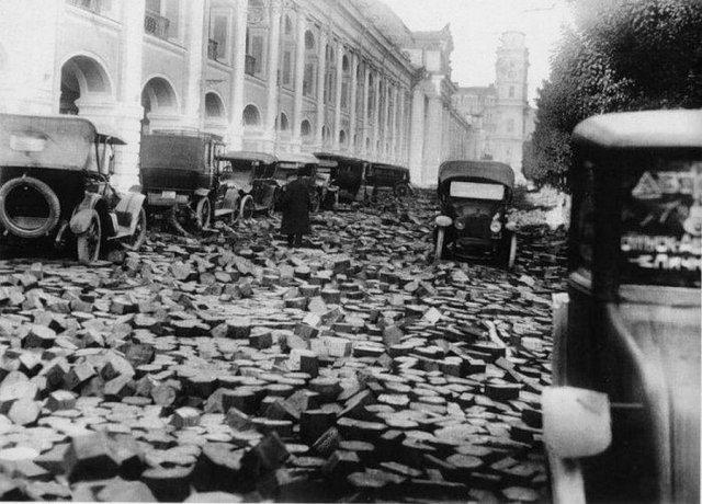 Последствия наводнения на Невском проспекте, 1924 год, Ленинград.