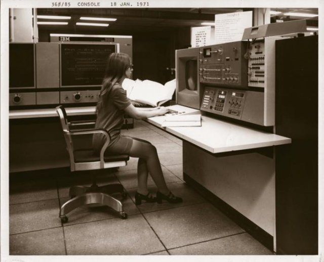 Девушка за IBM System/360 Model 85, США, 18 января 1971 года