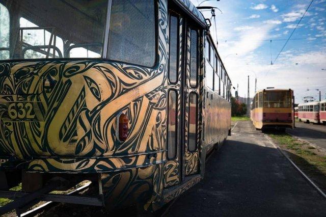 Трамвай на фестивале STENOGRAFFIA вид сзади