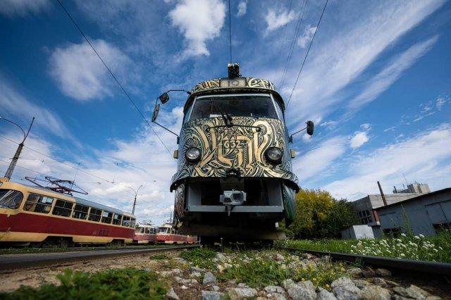 Трамвай на фестивале STENOGRAFFIA вид спереди