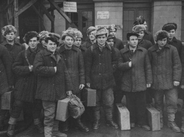 Группа итальянских военнопленных на пути домой из СССР, 1950 год, Вена