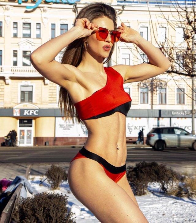 "Кристина Юдичева - звезда сериала ""Фитнес"" в купальнике зимой"
