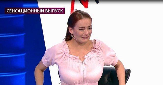 Анастасия Шульженко в розовом платье на российском тв