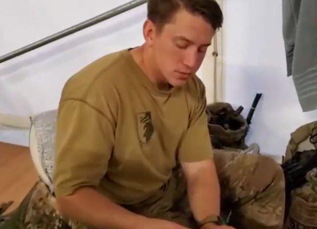 Американские военнослужащие пробуют украинскую тушенку из сухпайка и улыбаются