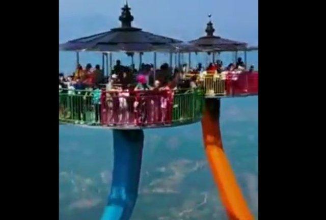 Необычный китайский аттракцион для людей, не боящихся высоты