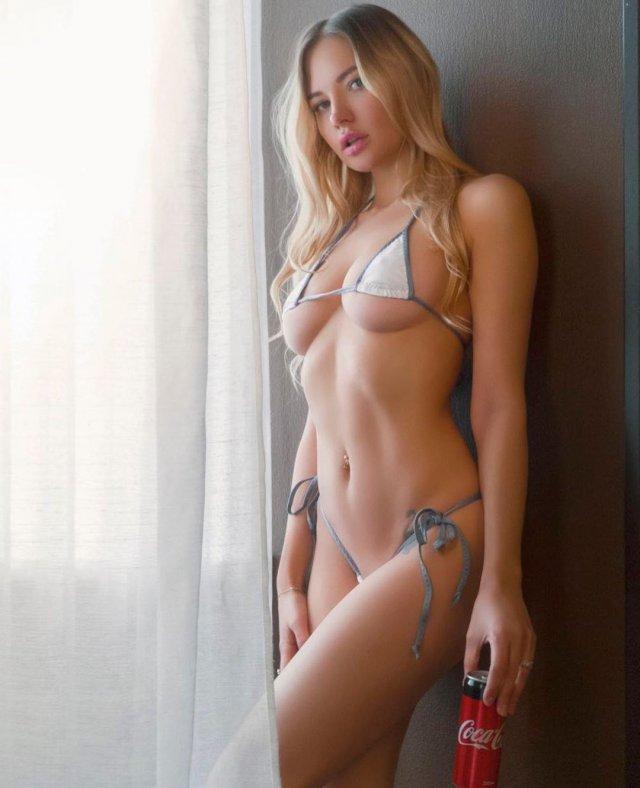 Юлия Диметра в белом мини-бикини