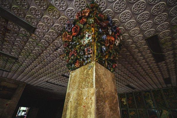 украшенная колона