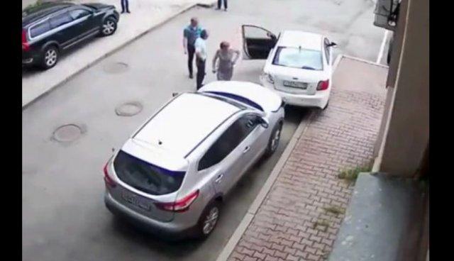 Девушка устроила несколько столкновений на ровном месте - меньше чем за минуту